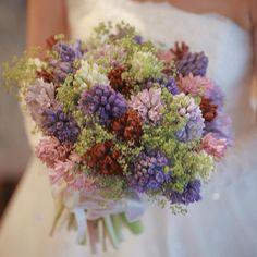 e79481fa24ea9 Mixed garden bouquet お庭に咲いているような 色とりどりの可愛らしいお花 少しスモーキーな色味に統一することで  大人ナチュラルなスタイリッシュブーケに!