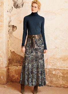 Paisley florals splash across our jersey maxi-skirt in shades of pewter and ink. Sewn of fluid viscose (95%) and elastane (5%), with a contoured yoke and sweeping, ankle-grazing hem.