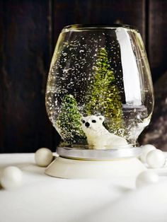 DIY snow globe made of old glass jar Christmas 2014, Simple Christmas, Winter Christmas, Christmas Crafts, Christmas Decorations, Xmas, Kitsch, Homemade Snow Globes, Diy Snow Globe