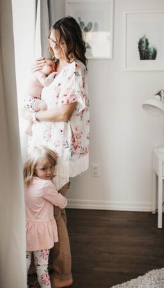 Matching clothes to your favourite cloth diapers? Yes with the Rococobum Made in Canada Kimono you can now match your cloth diapers or look stylish anyway. Blush Collection Fringed Kimono by ROCOCOBUM – Nuggles Designs Canada