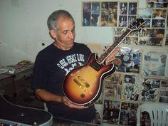 Guitarrinha Baiana fabricada sob encomenda Modelo semi acústica
