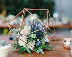 Tough retrieved floral wedding centerpieces Look at Wedding Table Centerpieces, Wedding Flower Arrangements, Flower Centerpieces, Flower Decorations, Wedding Decorations, Centerpiece Ideas, Modern Centerpieces, Quinceanera Centerpieces, Centrepieces