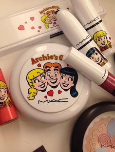 Para deixar a semana das crianças ainda mais divertida, invadimos a sala nos nossos maquiadores atrás de produtos criativos e cheios de cores.