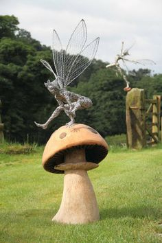 Robin Wight is the artist behind FantasyWire. FantasyWire is an England-based studio that specializes in creating custom-made wire fairies. Robin Wight, Sculpture Metal, Garden Sculpture, Wire Sculptures, Sculpture Ideas, Abstract Sculpture, Fantasy Wire, Fairy Art, Fairy Houses