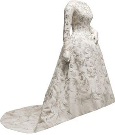 Wedding dress in ivory shantung with ornate embroidery in gold metallic thread twisted around a silk core, and faux pearl sequins in floral motifs  1957 Donated by Sonsoles Díez de Rivera y de Icaza.