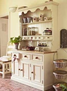 great idea for that pine shelf I have-need to find a matching style base..............