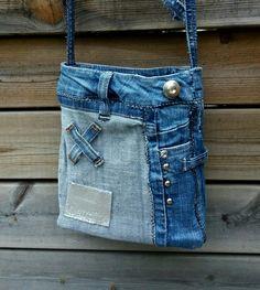 Väska 20 x 17 cm från MannaDsign gjord av kasserade jeans.