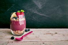 L'Açaí è un frutto estremamente ricco di antiossidanti, amminoacidi e acidi grassi essenziali,fonte di ferro e calcio, migliora la circolazione abbassando il colesterolo nel sangue. contrasta l'affaticamento e lo stress, previene i sintomi della menopausa.   Consigli d'uso: Consigli d'uso: 30 g al giorno assunta come snack, o in aggiunta a yogurt, muesly, macedonie e frullati.  PROVATELO FRULLATO CON BANANA, BURRO DI ARACHIDI, LATTE DI MANDORLE E TANTA GRANELLA!