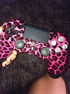 Beautifully customized ps4 controller :D
