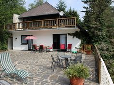 Ferienwohnung EifelNatur 4 Immerath  - Hausansicht mit Terrasse