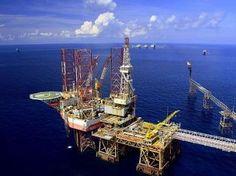 Vietnam to propose oil, gas development with Japan-media / Giàn khoang khai thác mỏ dầu của Việt Nam trên Biển Đông (pvn.vn)