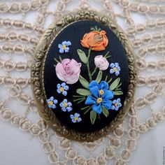 Silk Ribbon Embroidery, Hand Embroidery, Art Drawings Beautiful, Ribbon Rose, Beaded Brooch, Pin Cushions, All The Colors, Jewelry Crafts, Buttons