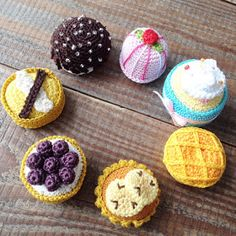 Free crochet pattern for dessert cakes (in English and Dutch)