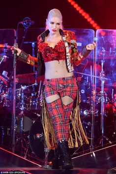 Gwen Stefani shows off her abs in racy tartan ensemble as her tour roles into Georgia | Daily Mail Online