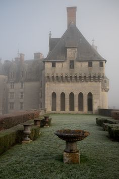 Loire Valley Chateau--ZsaZsa Bellagio – Like No Other: French Country Charm Beautiful Buildings, Beautiful Places, French Country House, Country Charm, Country Living, Country Farmhouse, Country Style, France Photos, Grand Homes