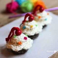 Crochet Cupcake Keychain Pattern 2019 Sweet Cupcake Keychain by Repeat Crafter Me! Lion Brand Bonbons are perfect for tiny treats like this. The post Crochet Cupcake Keychain Pattern 2019 appeared first on Crochet ideas. Cupcake Crochet, Crochet Food, Crochet Gifts, Cute Crochet, Knit Crochet, Diy Cupcake, Crochet Amigurumi, Amigurumi Patterns, Crochet Dolls