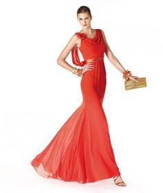 Madrinas 2014. C�mo saber combinar feminidad, distinci�n y elegancia en un mismo look. Vestidos nueva colecci�n St- Patrick y La Sposa 2014.