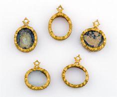Tesoro del siglo XVIII hallado en la costa de Yucatán: medallas de oro