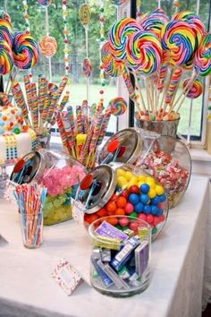 Party Ideas and Activities for Teen Girls Teen birthday party themes: Willa Wonka, Rock Star, and International Travel ideas for girls.Teen birthday party themes: Willa Wonka, Rock Star, and International Travel ideas for girls. Candy Theme Birthday Party, Birthday Party Table Decorations, Birthday Party For Teens, Birthday Party Tables, Carnival Birthday Parties, Candy Decorations, Candy Land Party, Circus Birthday, Candy Centerpieces