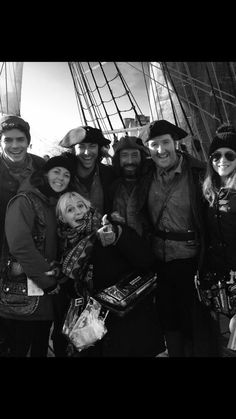 BTS Photos from Poldark Episode 5 Poldark Cast, Poldark 2015, Poldark Series, Ross Poldark, Pbs Tv Shows, Places In Cornwall, The Young Victoria, Aidan Turner Poldark, Aiden Turner