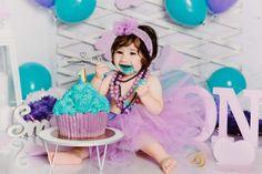 Tort aninerasare 1 an gigant cupcake cu mov și albastru. Cupcake Gigant, Big Cupcake, Bb, Anniversary, Cupcakes, Turquoise, Desserts, Kids, Tailgate Desserts