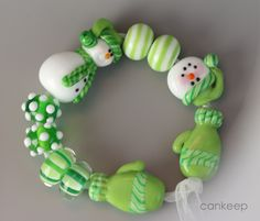 Green Snowman & Mitten Bead Set by Lezlie Belanger/cankeep