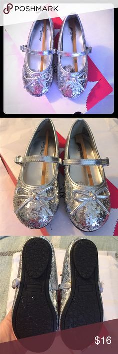 Beautiful silver dress shoes NWT Never worn, brand new in box. Perfect for the upcoming holidays! So sparkly any princess would love them💗 jumping beans Shoes Dress Shoes