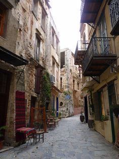 #alley #Chania #Creta  #Grecia #Greece http://www.rooms-2-let.com/hotels.php?id=273