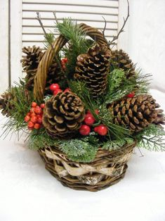 Inspirierende Tannenzapfen-Weihnachtsdekoration-Ideen 41 Best Picture For christmas makeup For Your Taste You are looking for something, and it is going to tell you exactly what you are looking for, and … Pine Cone Christmas Decorations, Christmas Pine Cones, Christmas Baskets, Christmas Centerpieces, Centerpiece Decorations, Rustic Christmas, Christmas Holidays, Christmas Wreaths, Christmas Ornaments