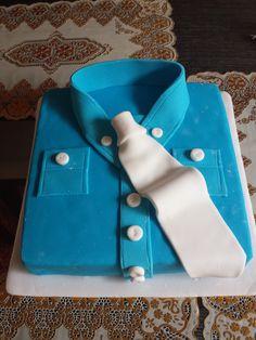 Torta decorada en forma de camisa de hombre, ideal para cualquier celebración!!