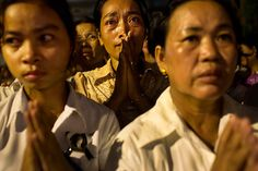 20 Photos: Cambodian mourners cry as the late King Norodom Sihanouk is cremated