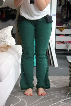 how to make your pants skinny - https://niftythriftygoodwill.wordpress.com/2013/02/23/diy-skinny-jeans-from-flared-jeans-step-by-step-instructions-with-pictures/