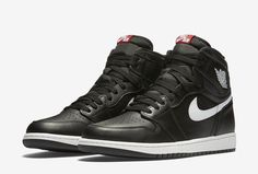 Check out official images of the black colorway from the Air Jordan 1 High OG Premium Essentials Pack.