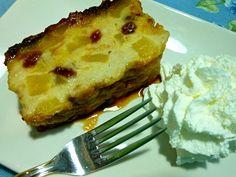 Pastel de manzana, pan y pasas