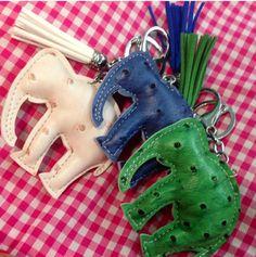 elephant keychains All About Elephants, Elephant Keychain, Travel Luggage, Key Chains, Beadwork, Trunks, Diy Projects, Diy Crafts, Gift Ideas