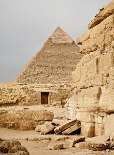 Giza, Cairo, Egypt - I would love to go here; but the historical places of the world are increasingly held hostage or eliminated by those who live near them. No thoughts about the rest of the world Ancient Ruins, Ancient Egypt, Cairo Airport, The Places Youll Go, Places To Go, Visit Egypt, Pyramids Of Giza, Egypt Travel, Cairo Egypt