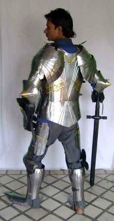 http://catalogorigin.wlimg.com/1/659210/full-images/medieval-gothic-armour-suits-02-1110219.jpg