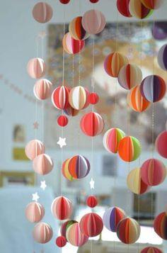 Livingly, des mobiles en papier poétiques - Frenchy Fancy - Expolore the best and the special ideas about Mobile design Diy Origami, Diy For Kids, Crafts For Kids, Paper Mobile, Diy And Crafts, Paper Crafts, Art Diy, Diy Papier, Creation Deco