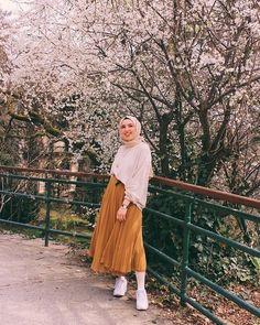 New womens fashion spring summer belts ideas Modern Hijab Fashion, Hijab Fashion Inspiration, Muslim Fashion, Modest Fashion, Skirt Fashion, Fashion Outfits, Womens Fashion, Spring Dresses Casual, Modest Dresses
