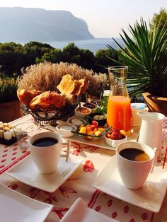 Breakfast ideas romantic tea time new Ideas Morning Breakfast, Breakfast In Bed, Perfect Breakfast, Morning Coffee, Coffee Love, Coffee Break, Coffee Shop, Breakfast Around The World, Aesthetic Food
