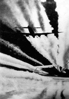 B-17 Flying Fortresses stream massive contrails... - Military Aviation History