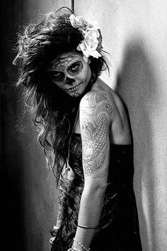 Sugar Skull -- I just love this. It's dark and pretty. Halloween idea, maybe? Sugar Skull Makeup, Sugar Skull Art, Sugar Skulls, Halloween Looks, Halloween Party, Halloween Costumes, Happy Halloween, Halloween 2013, Halloween Hair