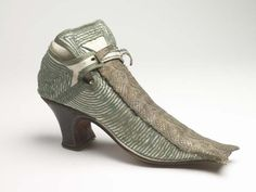 Shoes (image 2) | 1680-1690 | leather, silk, wool | Museum of London | Item #: 35.44/13b