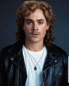 Stranger Thing's Dacre Montgomery ~ as Billy Hargrove Stranger Things Season 3, Stranger Things Netflix, Art Beauté, Mullet Hairstyle, Dacre Montgomery, Foto Portrait, I Miss Him, Cosplay, Mullets