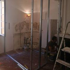 ww.aixentravaux.com Création d'une salle de bains à la place d'une cuisine. Place, Creations, Room, Furniture, Instagram, Home Decor, Bath, Kitchens, Bedroom