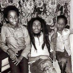 Ziggy, Bob and Stephen Marley. Zimbabwe 1980 Ziggy, Bob and Stephen Marley. Image Bob Marley, Bob Marley Citation, Bob Marley Quotes, Bob Marley Legend, Reggae Bob Marley, 2pac, Marley Brothers, Stephen Marley, Damian Marley