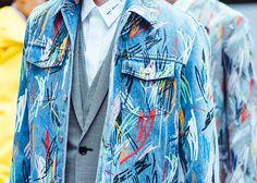 En backstage du défilé Dior Homme printemps-été 2015 http://www.vogue.fr/vogue-hommes/mode/diaporama/backstage-dior-homme-printemps-ete-2015/19348/image/1024808#!4