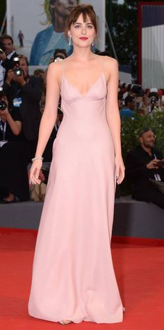 Dakota Johnson attended the premiere of 'Black Mass' during the 2015 Venice Film Festival on Friday (September in Venice, Italy. The windswept actress wore a pretty pink backless gown for the occasion. Pink Evening Dress, Pink Dress, Evening Gowns, Dakota Johnson Style, Dakota Johnson Smoking, Venice Film Festival, Award Show Dresses, How To Be Single, Balenciaga Dress