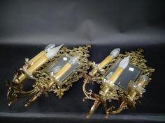 Paire d'appliques en laiton doré à trois lumières et miroirs, 54,5