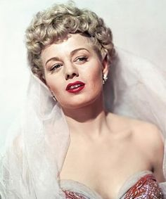 Shelley Winters - ~ American actress whose career spanned five decades. Hollywood Stars, Hooray For Hollywood, Golden Age Of Hollywood, Classic Hollywood, Old Hollywood, Hollywood Actresses, Actors & Actresses, The Poseidon Adventure, Shelley Winters